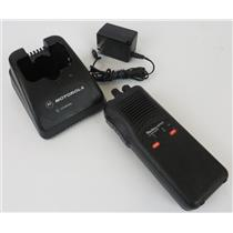 Motorola Radius SP50 P94YQT20A2AA UHF 450-470MHz 2CH Two-Way Radio W/ Charger