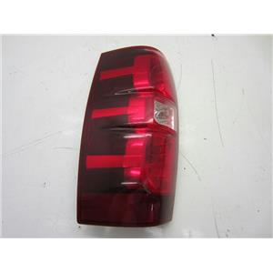 FOR 2007-2013 CHEVY AVALANCHE LEFT HAND SIDE TAILLIGHT/CHIPPED CORNER
