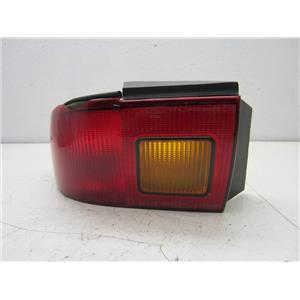 FOR 1992-1995 MERCURY SABLE, LEFT HAND TAIL LIGHT AMBER INSERT EDGE CHIP