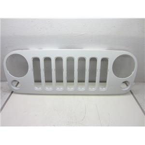 2007-2015 JEEP WRANGLER DRAGON GRILLE (BRIGHT WHITE) HEAVY SCRATCHES