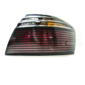 2000-2005 PONTIAC BONNEVILLE RIGHT HAND SIDE TAILLIGHT, FEW SCRATCHES ON LENS.