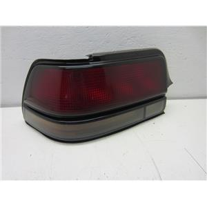 FOR 1988-1996 PONTIAC GRAND PRIX LEFT HAND TAIL LIGHT (BROKEN BOLT HOLE)